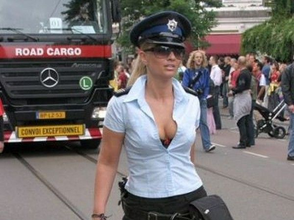 how to date a hot women cops